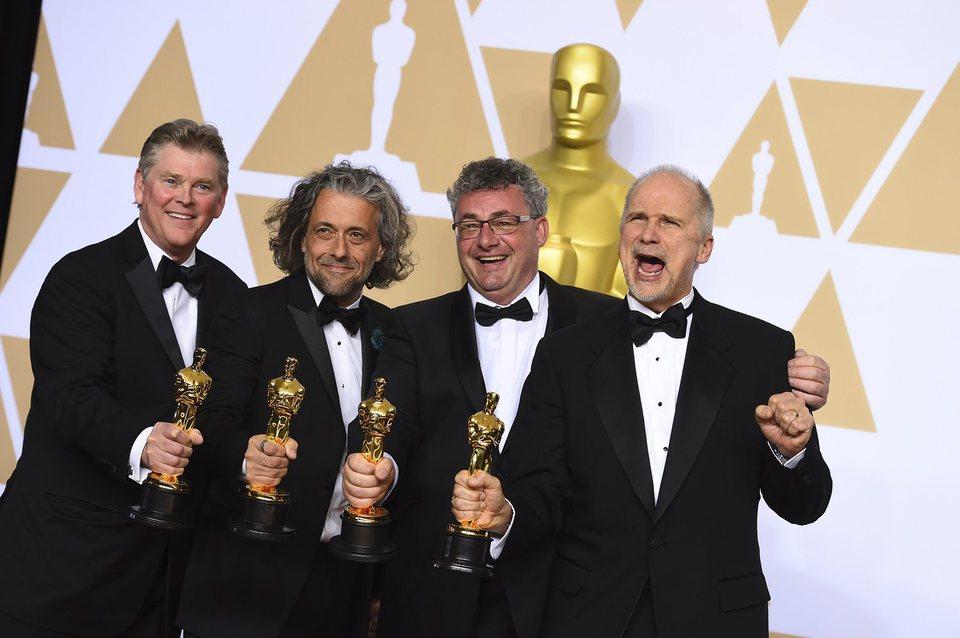 Resultado de imagen para Mejores efectos visuales 'Blade Runner', conJohn Nelson, Gerd Nefzer, Paul Lambert y Richard R. Hoover.
