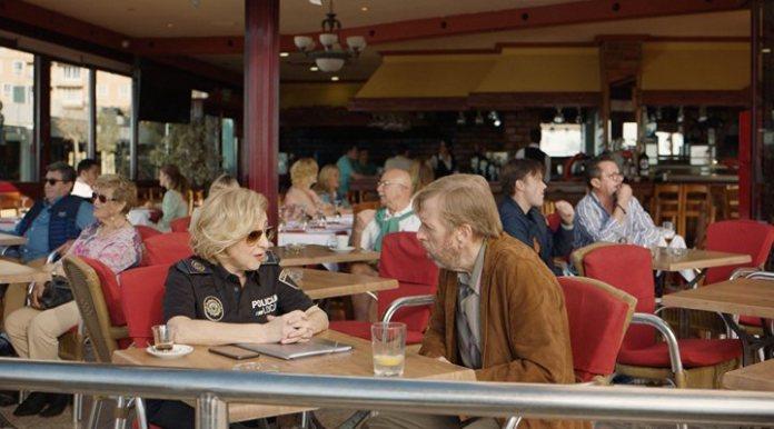 Timothy Shoulder and Carmen Machi in 'it Snows in Benidorm'