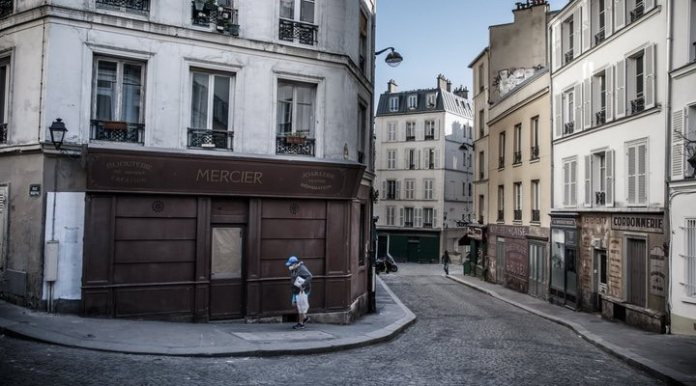 Streets of Paris caught up in 1942