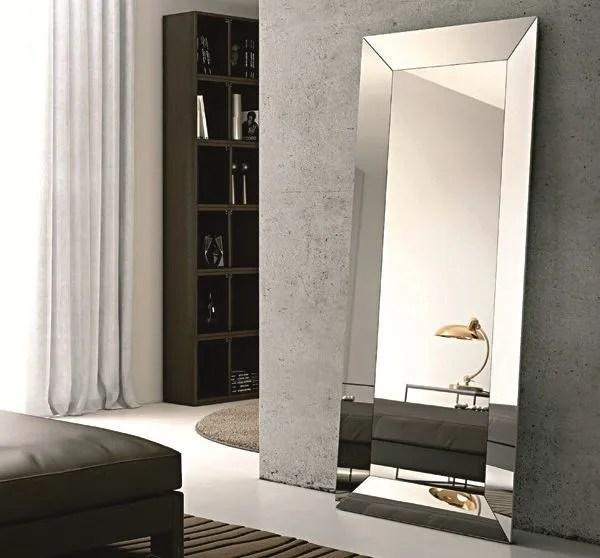 Retroilluminati per il bagno, con cornice per la camera da letto e particolari per l'ingresso. Trapezio Specchio Da Terra By Riflessi