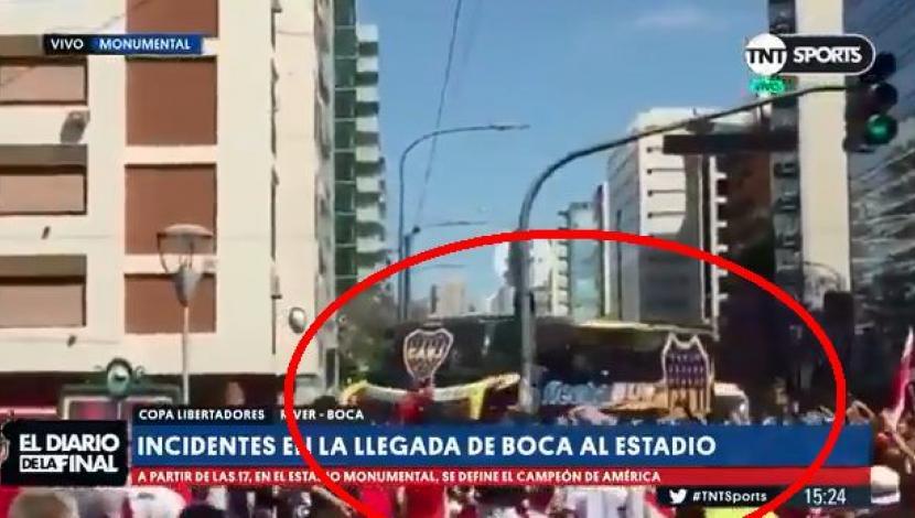 Boca vs. River EN VIVO: este es el preciso momento en que atacaron el bus 'xeneize' | VIDEO. (Video: TNT Sports / Foto: Captura de pantalla)