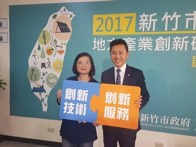 .總經理陳宛珂(左)感謝SBIR計畫讓營業額倍增。右為市長林智堅(記者林寶雲/攝影)