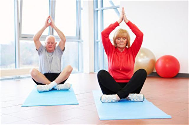 研究發現冥想能減低老人的孤獨感,同時參與者的血液檢測結果也顯示,與癌症相關的基因表現大幅降低。(photos.com)