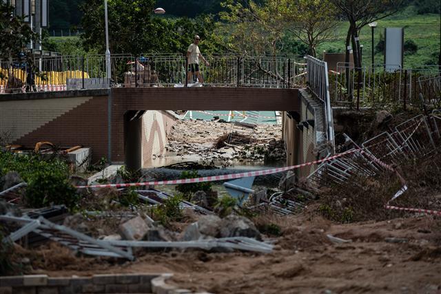 山竹颱風摧毀百年老燈 港人災後自救 | 香港 | 學生 | 風災 | 臺灣大紀元