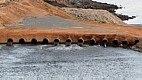O problema acabou provocando um efeito cascata. Sem conseguir bombear água da Jaguari-Jacareí, que tem 65% do volume morto total que será utilizado, a Sabesp foi obrigada a aumentar a retirada da Represa Cachoeira para a Atibainha.
