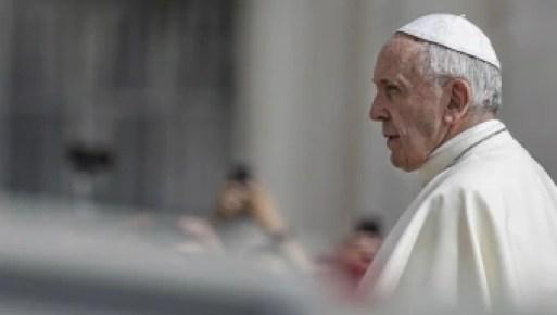 'Quando isso se manifesta desde a infância, há muitas coisas para fazer por meio da psiquiatria', disse o papa Francisco - Foto: Fabio Frustaci/EFE