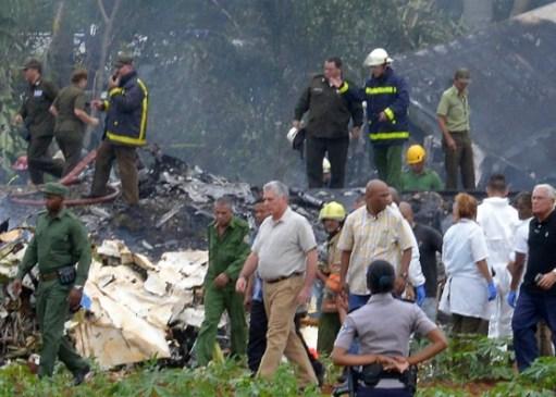Presidente cubano, Miguel Díaz-Canel, foi ao local do acidente. Foto: Adalberto Roque/AFP