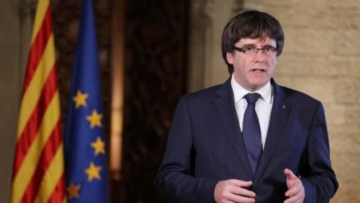 Puigdemont faz pronunciamento na sede do governo catalão.  Foto: Garcia/Generalitat de Catalunya/Handout via Reuters