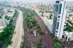 Mesmo após concessões de Piñera, mais de 1 milhão de pessoas protestam na capital do Chile - Internacional