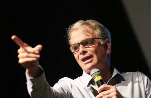 Bernardinho, em palestra em Curitiba: candidatura incerta ao Senado ou governo do Rio