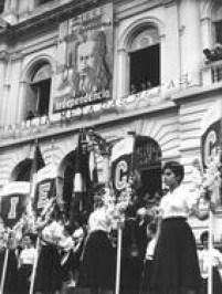 Alunas da antiga Escola Normalparticipam das comemoração de Tiradentes em 1961