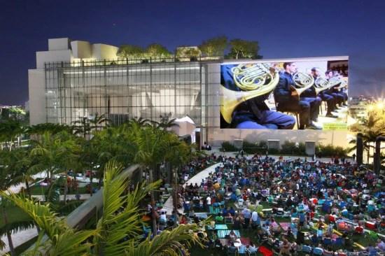 Vários concertos, filmes ou outras apresentações da New World Symphony são gratuitas, ao ar livre