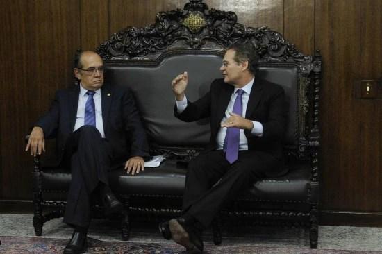 Ministro do STF Gilmar Mendes conversa com o presidente do Senado Renan Calheiros (PMDB-AL)