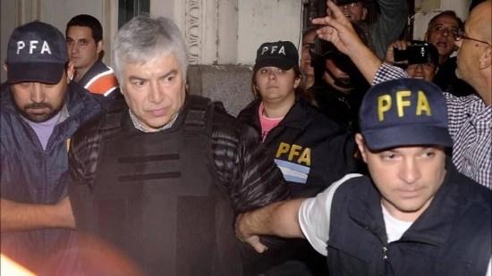 LázaroBáez é escoltado por policiais: empresário enriqueceu durante governos de Néstor e Cristina Kirchner