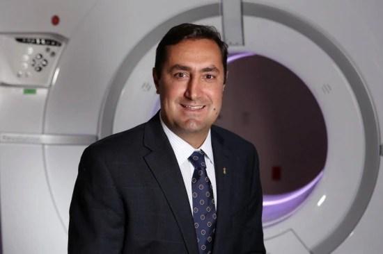 Dr. Ricardo Cury com o tomógrafo mais avançado do mundo