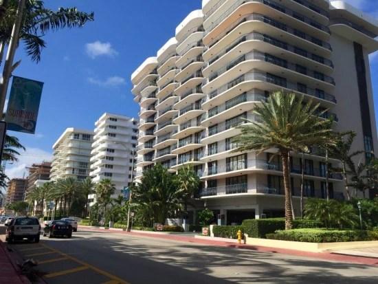 Champlain fica na Collins Avenue entre Miami Beach e Bal Harbour