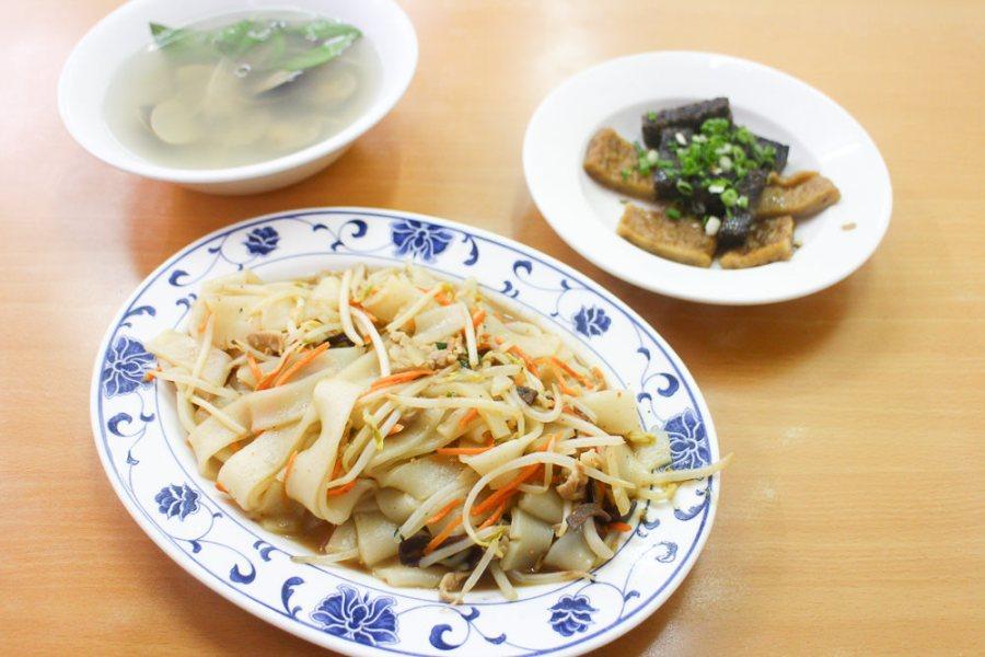 台南 成大周邊麵店竟然也能外送,蛤蜊湯風味平順讓人回味 台南市東區 奇香蚌麵