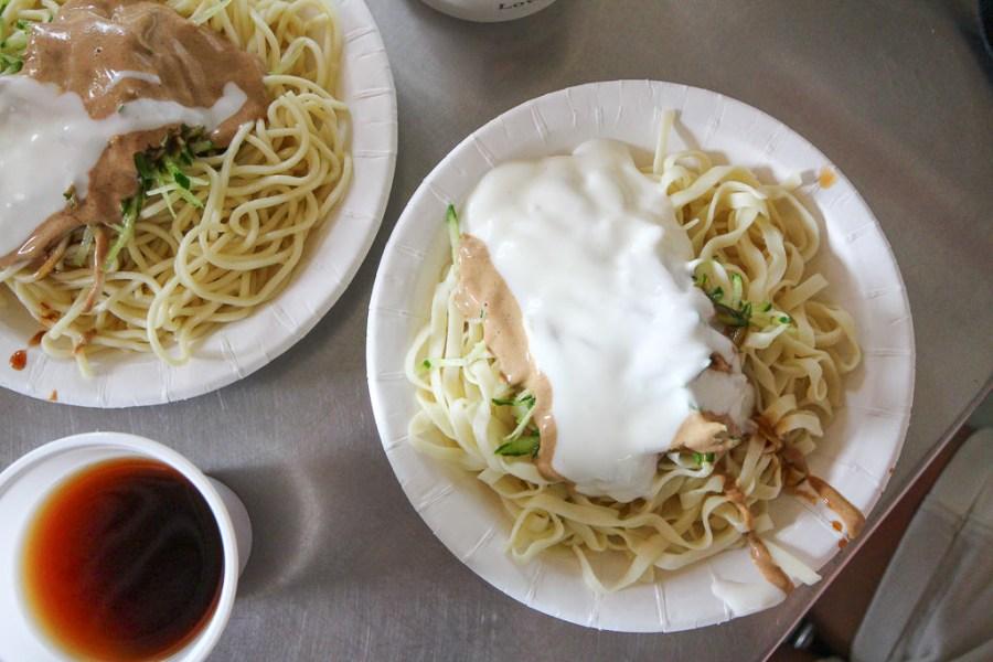 嘉義 「白醬」嘉義涼麵之中,不可或缺的在地特色醬料元素,讓涼麵吃起來更柔更滑更順口 嘉義市東區 (正)公園老店涼麵