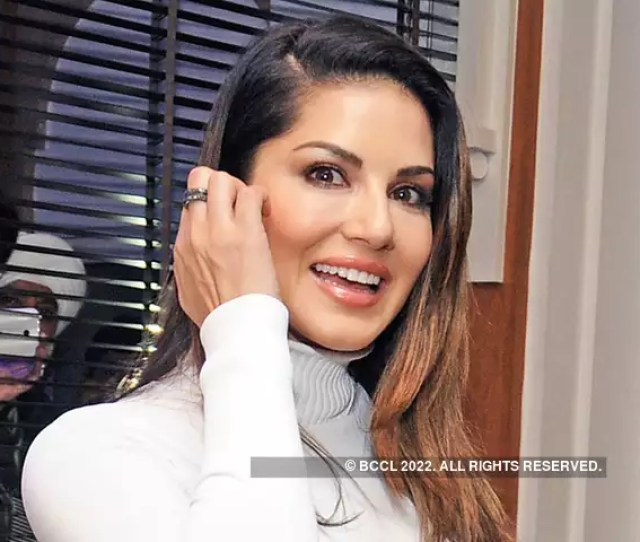 Sunny Leone Applies For The Job Of Junior Engineer Tops Merit List With A Score Of 98 5