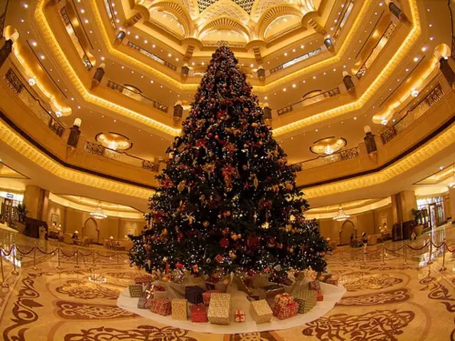 Swarovski Gold Here S A Look At The Most Expensive Christmas Trees The Emirates Palace Hotel Christmas Tree Abu Dhabi 11 4 Million The Economic Times