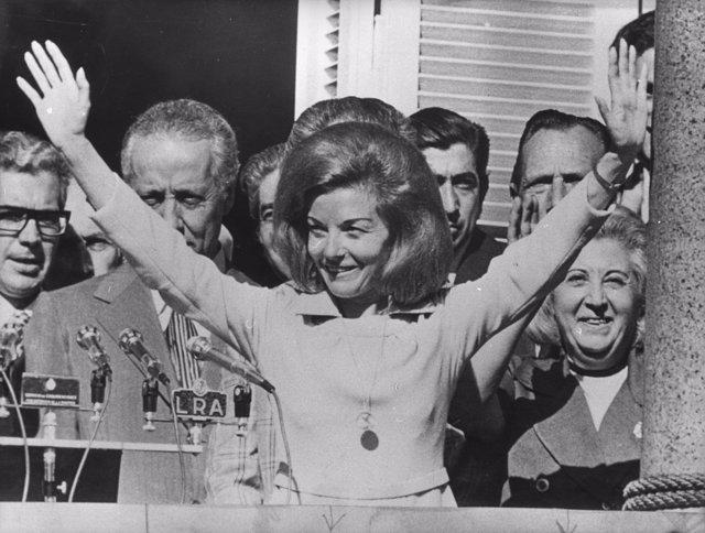 Resultado de imagen para Fotos De la posesión de María Estela Martínez de Perón, como Presidenta