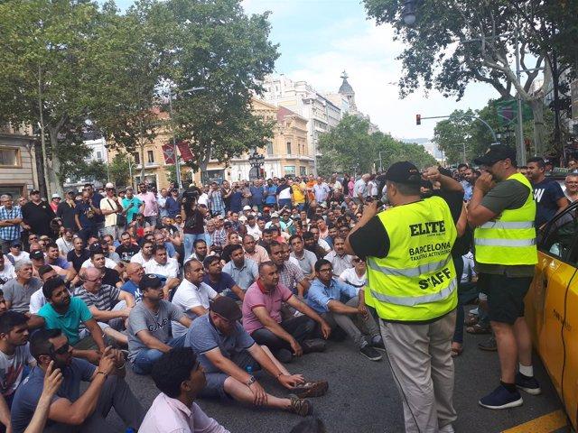 Asamblea de taxistas por la huelga de taxis en Barcelona