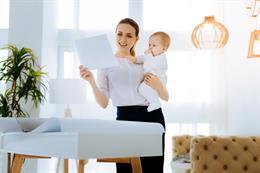 Solicita la devolución del IRPF por maternidad