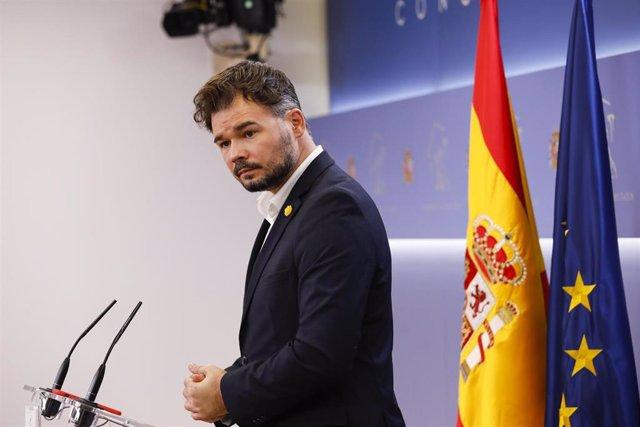 El diputado y portavoz de Esquerra Republicana de Catalunya (ERC), Gabriel Rufián, interviene en la rueda de prensa
