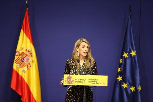 Archivo - La ministra de Trabajo, Yolanda Díaz, explica el acuerdo sobre 'riders'