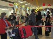 Pasajeros De Iberia Facturando En Los Mostradores De La T4