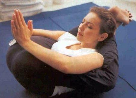 Thalia Haciendo Yoga
