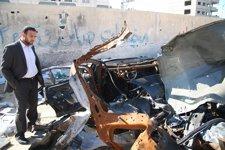 Vehículo en que viajaban dos cámaras de Al Aqsa TV tras el impacto de un misil