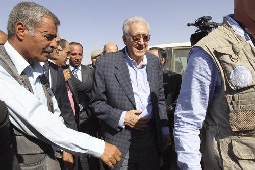 Lajdar Brahimi,  en en el campamento jordano de Zaatari
