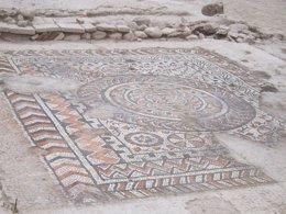 Restos de un mosaico en la villa romana hallada en Granada