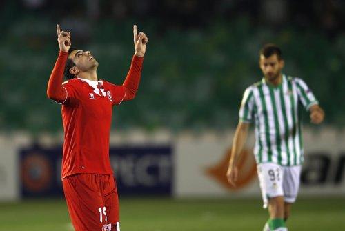 El Sevilla se impone al Betis en Europa League