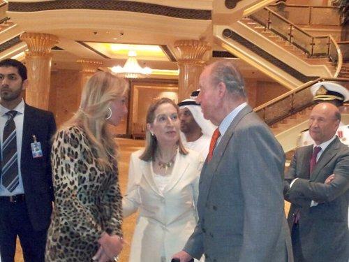 La ministra de Fomento con el Rey y Esther Alcocer Koplowitz