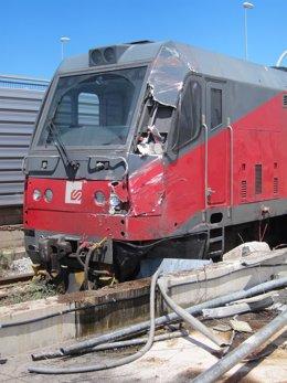 Un tren de FGC choca contra un autobús en la Zona Franca
