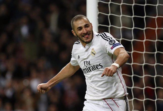Karim Benzema celebra el gol ante el Liverpool