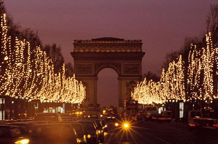 Scopri l'iconico albero, i magnifici decori natalizi e le spettacolari vetrine di questo natale alle galeries lafayette haussmann di parigi, il tema di. Non Solo Parigi Giro D Europa Dei Mercati Di Natale