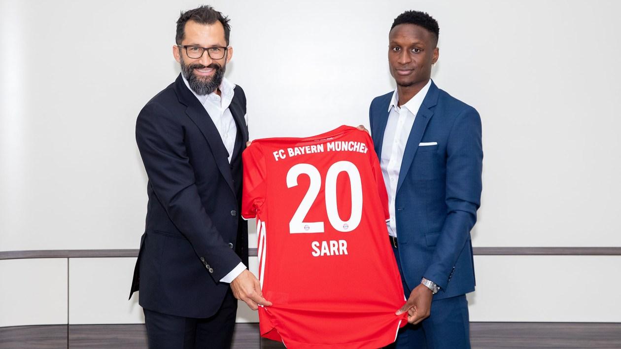 Bouna Sarr arrives at FC Bayern