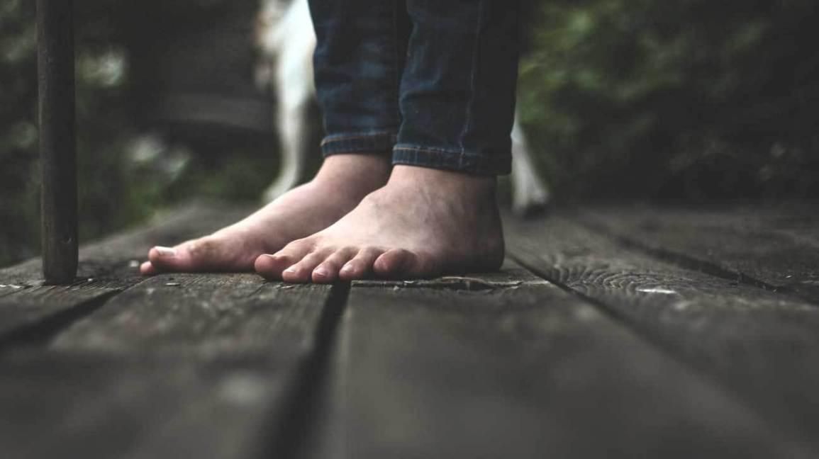 Sabias que andar descalço pode ser mais saudável?