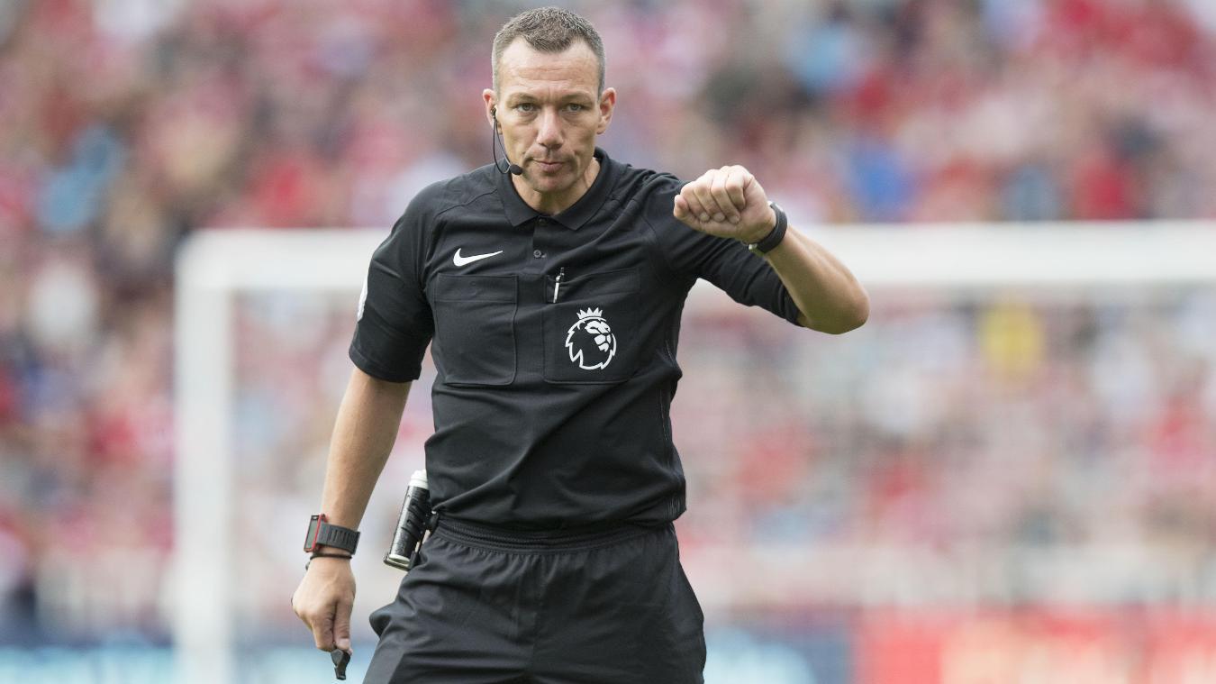 A altura dos árbitros de futebol influencia as suas decisões