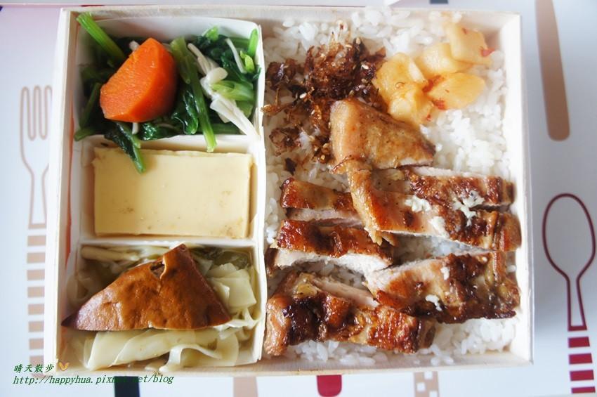 [臺中美食]西區∥厚燒日法式烤肉餐盒~媽媽都說好的清爽簡餐 外帶便當超熱門 怕排隊千萬不要來 - 晴天散步