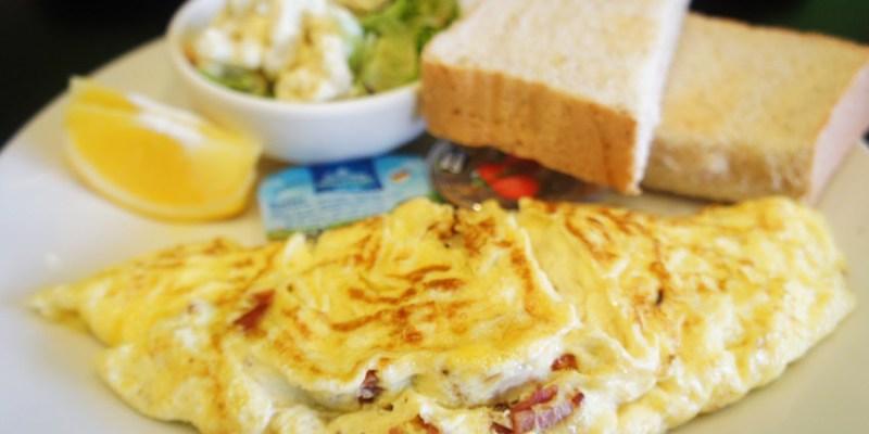 台中早午餐 迴柑橙Orangery Cafe~房子裡有樹的餐廳  清爽簡約早午餐  提供插座和wifi