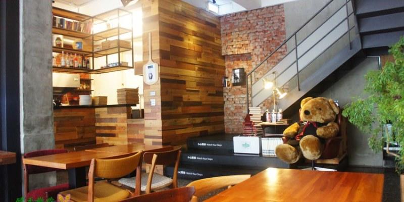 [台中早午餐]北區∥熊抱尼克Naked Café 5~尼克咖啡五號店 優質大器早午餐 書香木香紅磚瓦 近中友百貨、中山堂、中國附醫