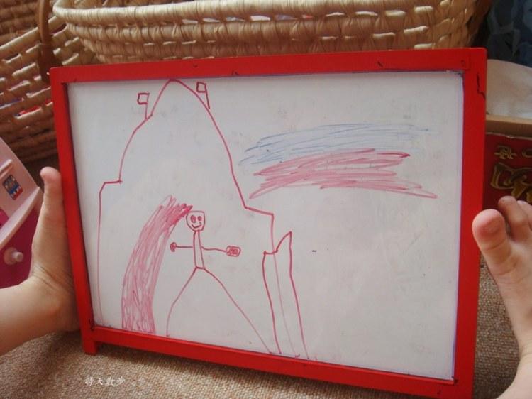 親子|小小孩愛畫畫 鄭寶貝四歲線條塗鴉紀錄