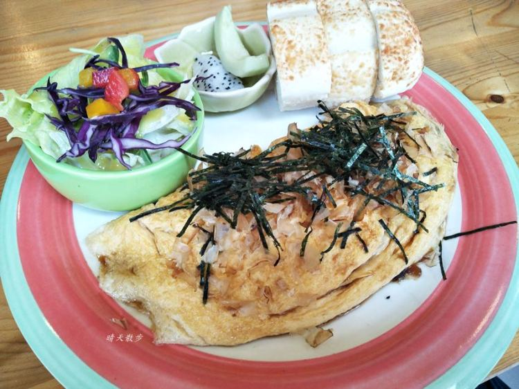 南屯早午餐|頌膾Brunch~親子友善、寵物友善餐廳 章魚燒歐姆蛋捲好吃喔!