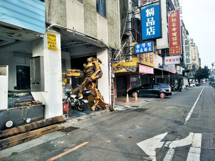 20180912232600 40 - 超酷!在台中街頭遇見變形金剛~廢鐵打造的酷炫柯博文和大黃蜂!