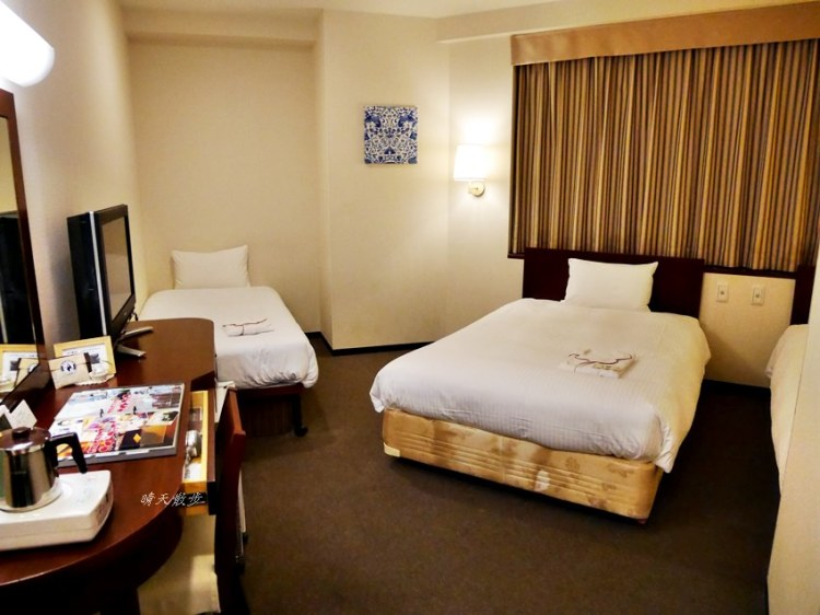 大阪住宿|大阪菲拉麗茲飯店~近難波、日本橋、黑門市場 附早餐、24小時免費飲料吧 有三人房 Hotel Hillarys Osaka