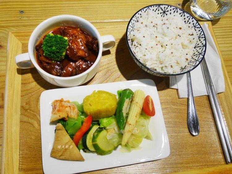 台中簡餐 旅圖好咖變成旅圖好食 午餐有定食、餐盒 晚餐賣旅圖好鮮粥